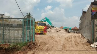 Pekerjaan pembangunan SPBU di Jalan Abdullah Bin Nuh Kelurahan Bubulak yang diduga tidak berizin, Senin 25/1/2021 (dok. KM)