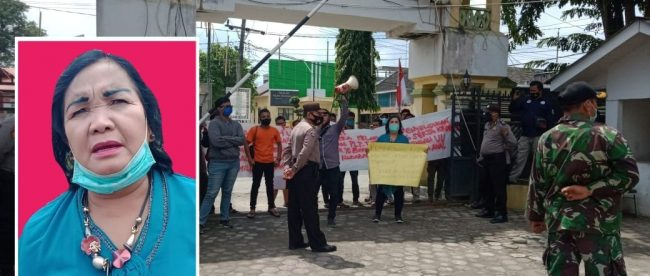 Massa Aksi PERMMAI saat berorasi di depan Kantor DPRD Tanjungbalai, Rabu 27/1/2020 (dok. KM)