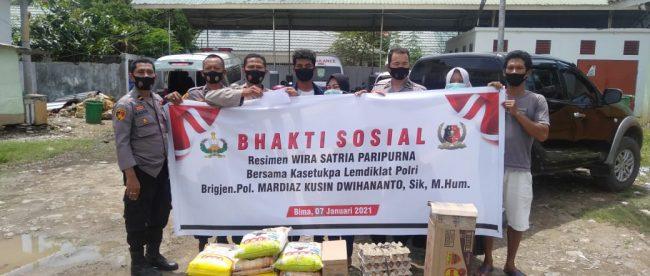 Penyerahan bantuan untuk Afifah Dandan, pasien penderita gizi buruk di RSUD Bima dari WSP Polres Bima, NTB, Kamis 7/1/2021 (dok. KM)