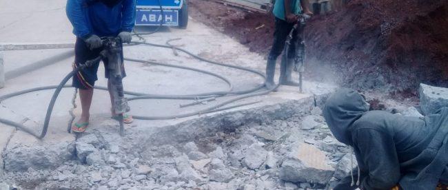 Kondisi proyek perbaikan jalan yang mengalami keretakan di Jalan raya CBL, Desa Mukti Wari, Kecamatan Cibitung, Kabupaten Bekasi (dok. KM)