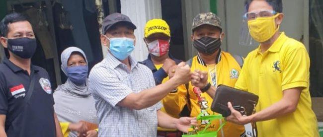Bantuan DPD Partai Golkar Kota Bogor kepada Warga Tegal Lega Kota Bogor, Minggu 24/01/2021 (dok. KM)