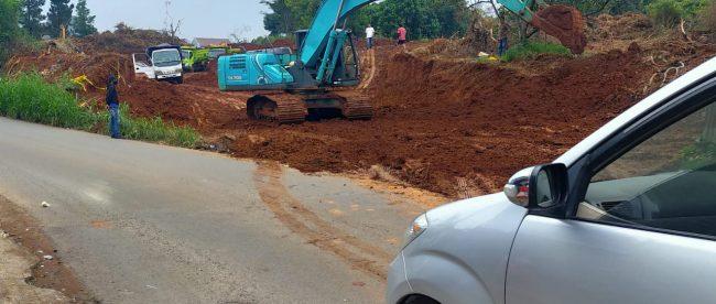 Aktivitas pemerataan lahan dengan alat berat di Jalan Bilabong, Kabupaten Bogor (dok. KM)