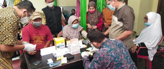 Suasana baksos kesehatan gratis di sekretariat YTQF (dok. KM)