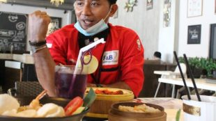 Budiono, pengelola Ol'Star Oriental Bistro & Coffee Cibubur (dok. KM)