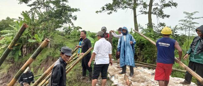 Perbaikan tanggul di Desa Pangarengan, Kecamatan Legonkulon, Kabupaten Subang (dok. KM)