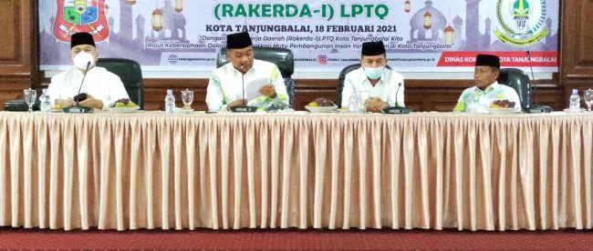 Plh Wali Kota Tanjungbalai sekaligus ketua LPTQ Tanjungbalai membuka secara resmi rapat kerja daerah, Kamis 18/2/2021 (dok. KM)