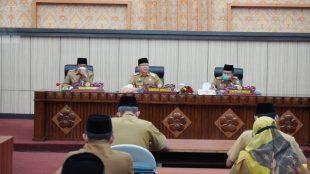 Gubernur Bengkulu Rohidin Mersyah dan Wakil Gubernur Rosjonsyah melakukan Rapat Koordinasi bersama seluruh pejabat eselon di lingkup Pemerintah Provinsi Bengkulu, di Ruang Pola Provinsi Bengkulu, Senin (1/3).