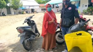Wartawan kupasmerdeka.com bersama orang tua korban bullying di SMAN 6 Tanjungbalai (dok. KM)