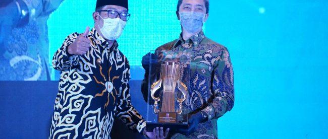 Wakil Wali Kota Bogor Dedie A Rachim saat menerima penghargaan PPD Musrembang tingkat Jawa Barat (dok. prokompimda)
