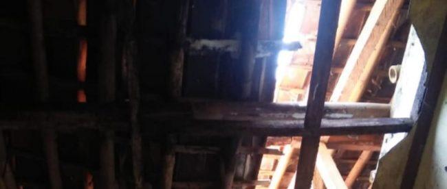 Kondisi kantor Desa Pasirbuyut, Kecamatan Jawilan, Serang, yang nyaris ambruk (dok. KM)