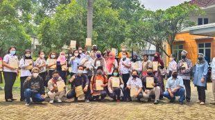 Pose Bersama Manajer Program Budaya dengan Perwakilan Anjungan Daerah TMII (dok. KM)
