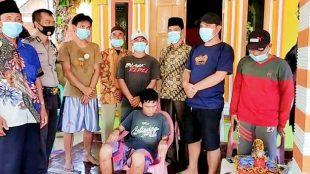 NG saat di temukan warga bersama Babinkamtibmas dan masyarakat pada Kamis,(27/05/2021).