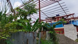 Bangunan gudang yang berlokasi di Kampung Pedurenan Rt004/002, Kelurahan Pedurenan, Kecamatan Mustika Jaya, Kota Bekasi (dok. KM)