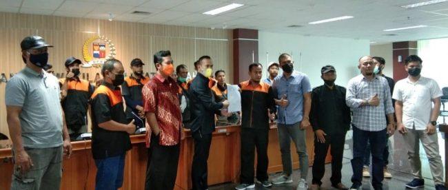 Ketua Komisi II DPRD Kota Bogor saat menerima aspirasi juru parkir dan warga Curug Mekar, Selasa 25/5/2021 (dok. KM)