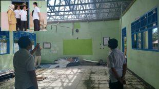 Kondisi pengerjaan rehabilitasi gedung di SMP Negeri 30 BS saat sidak Komisi III DPRD BS Senen,(21/06/2021). Sumber foto: Raselnews dan Newsterkini.com