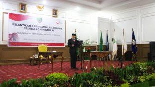Gubernur Bengkulu saat melantik 134 pejabat eselon III dan IV di lingkungan Pemprov Bengkulu yang baru dilantik, hari ini Senin (12/07).