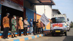 Pelepasan Bantuan Beras PPKM 2021 untuk Keluarga Penerima Manfaat (KPM) Program Keluarga Harapan (PKH) dan Bantuan Sosial Tunai (BST) se Provinsi Bengkulu, di Gudang Bulog Sidomulyo KM. 8 Kota Bengkulu, Ahad (18/07).