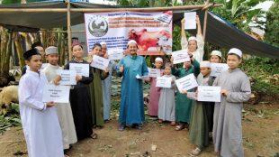 Pimpinan Rumah Tahfiz Salwa Madina Beserta Santri Jelang Pemotongan Hewan Kurban (Dok. KM)