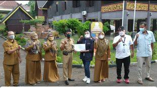 Auditor CHSE bersama pimpinan dan staf Anjungan Jambi di TMII, Jakarta (dok. KM)