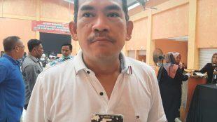 Anggota Komisi 5 DPRD Provinsi Jawa Barat Fraksi Partai Demokrat Asep Wahyuwijaya saat diwawancarai wartawan Kupasmerdeka.com di Pasar Leuwisadeng Kabupaten Bogor, Sabtu siang 02/09/2021 (dok. Hari Setiawan Muhammad Yasin/KM)